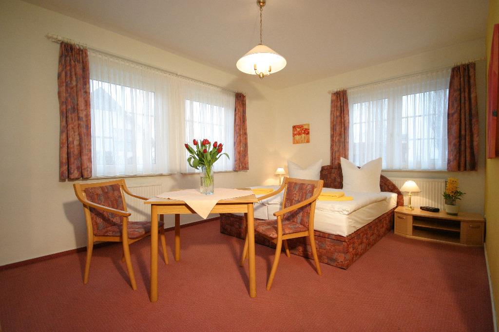 Hotel pension garni schwalbenhof in klausdorf an der ostsee for Pension mit hund nordsee