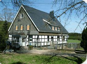 Haus zum Husky in Schmallenberg im Sauerland mit Hund